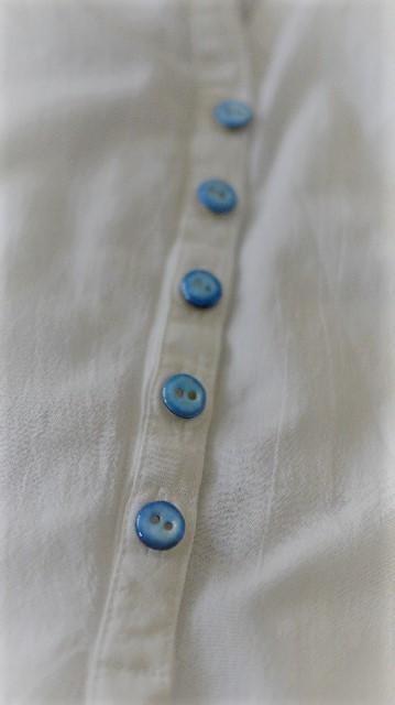白シャツ2
