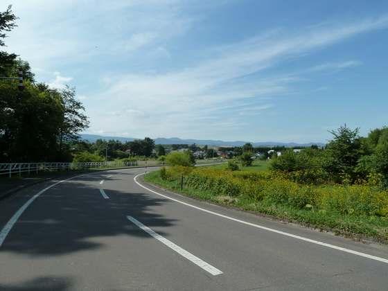 美馬牛駅近くから見る北海道の沿道風景