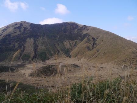 中央に杵島岳