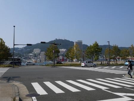 海沿いの通りへ