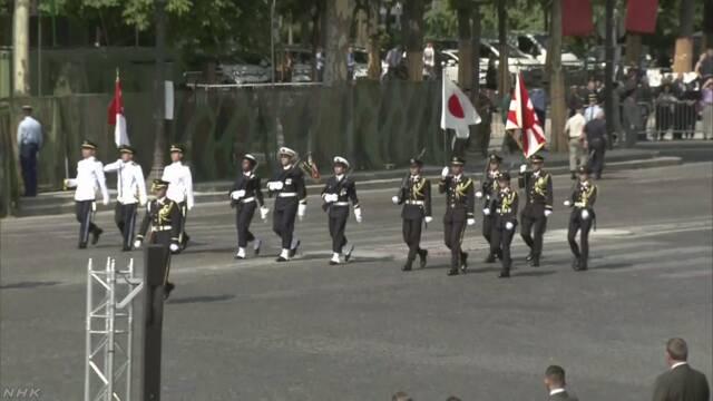 【日仏友好160周年】日本国旗を掲げ行進!パリで自衛隊とフランス軍が軍事パレード!の画像