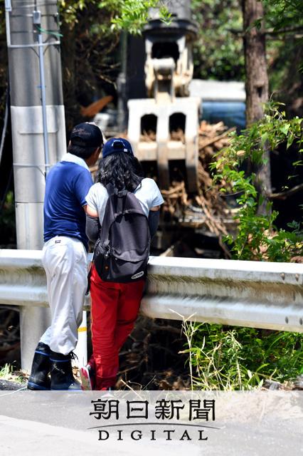 西日本の豪雨で濁流から住民を救った警察官2人、流され行方不明の画像4-2