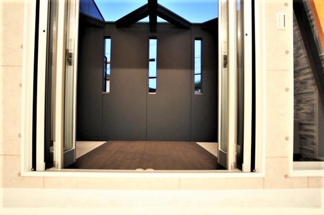 滋賀県 大津市 ルーフバルコニー おしゃれ かっこいい デザイン 注文住宅 吹抜け階段 リビングテラス ウッドデッキ