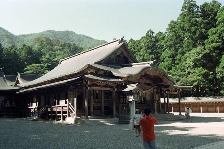 199108_弥彦神社拝殿
