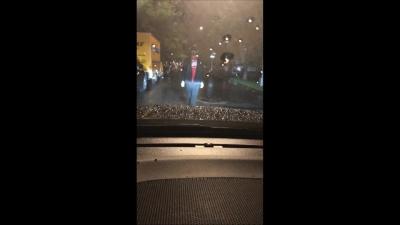 【苦笑】怖っ!雨の中無言で通るなぁ~・・・逮捕されちゃった!