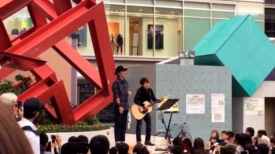【芸能人サプライズ(その他)】コブクロのゲリラストリートライブにファンが大興奮!
