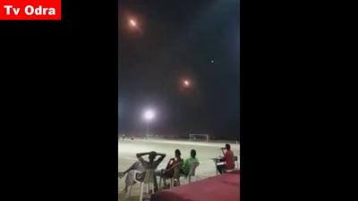 【衝撃!】誰も動じない・・・サッカー場の上にミサイルが飛んでいても・・・