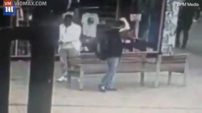 【衝撃!】黒人がいきなり白人をマチェットナイフで襲撃!