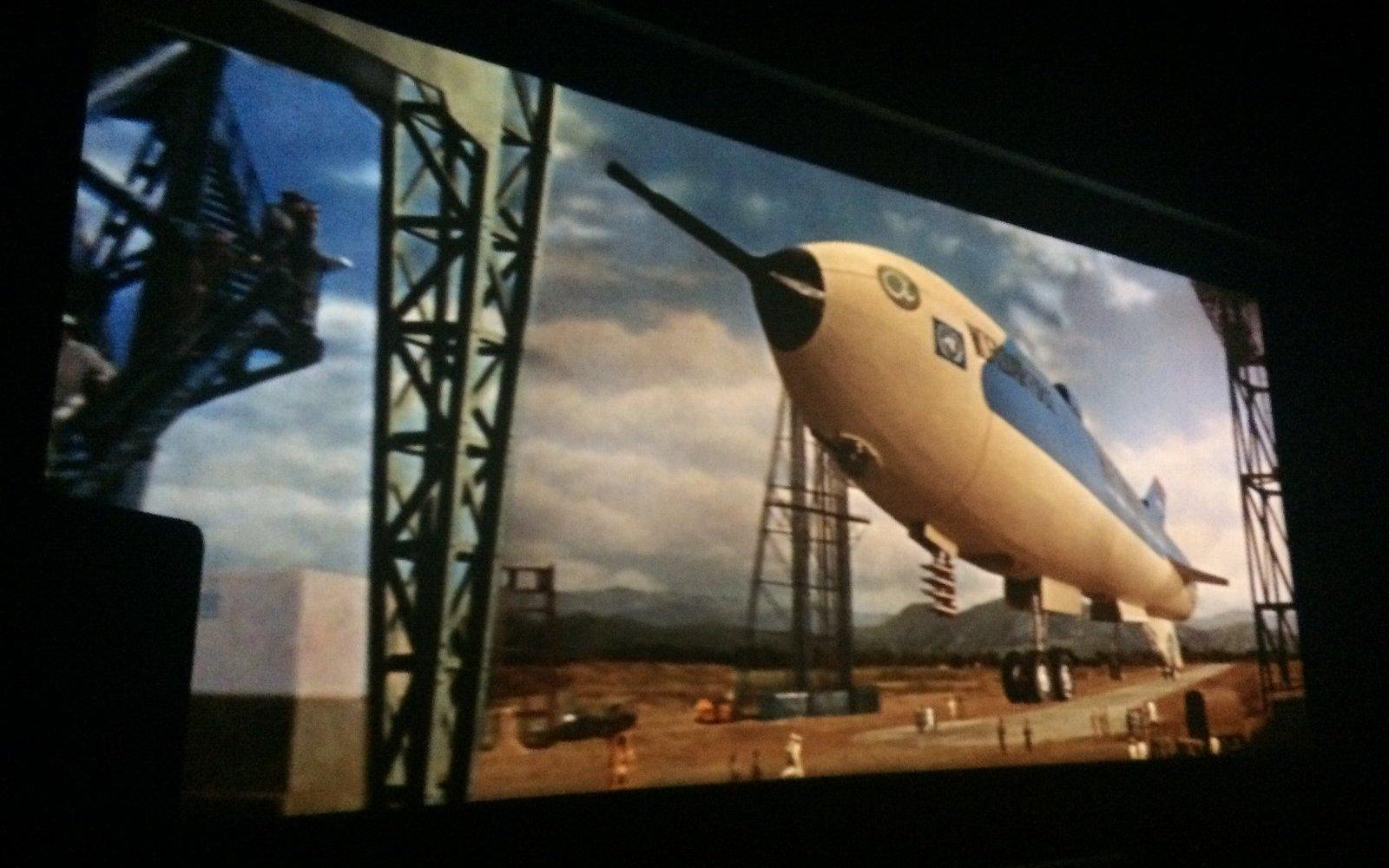 120インチシネスコスクリーンで観る『地球防衛軍』