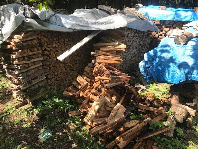焚きつけ杉の薪崩れ1