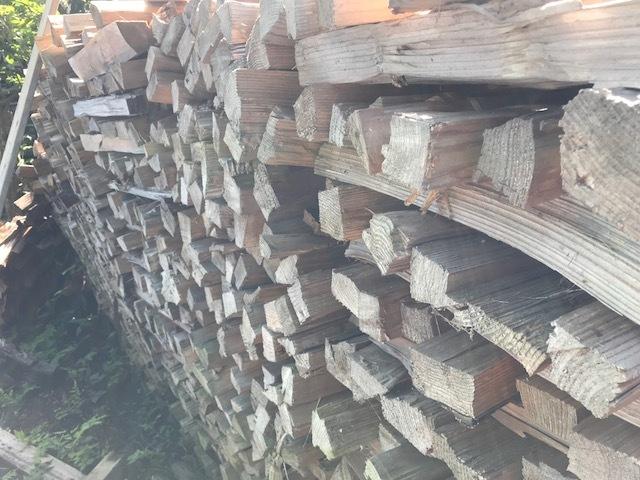 焚きつけ杉の薪崩れ3