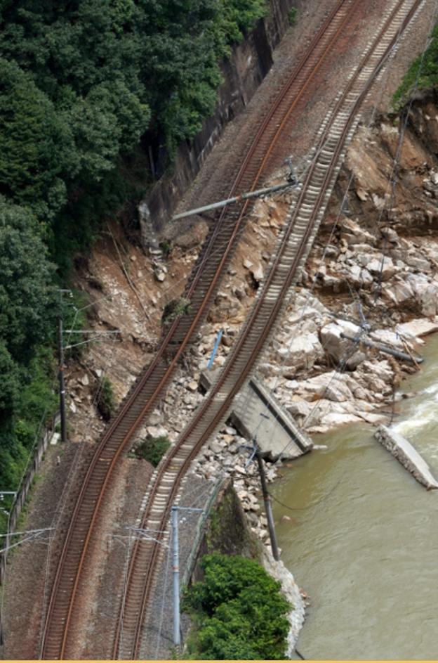 豪雨で崩壊した東広島市河内町の山陽線