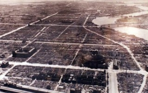 焼け野原となった東京
