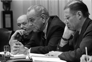 1280px-Dean_Rusk,_Lyndon_B__Johnson_and_Robert_McNamara_in_Cabinet_Room_meeting_February_1968