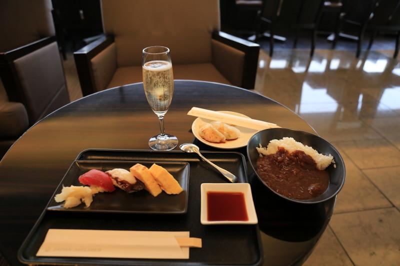 成田空港 JAL ラウンジ 寿司