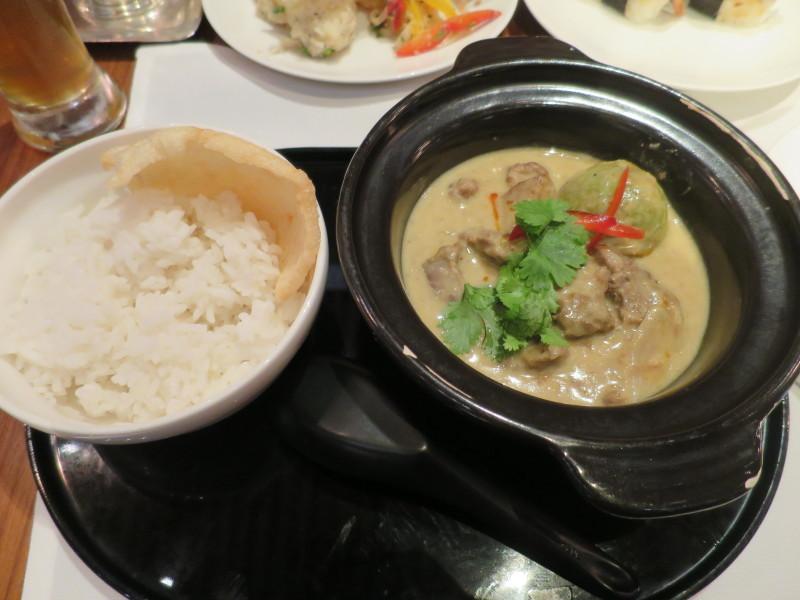 香港 空港 ラウンジ 食事