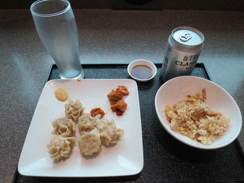 台湾 ラウンジ JAL