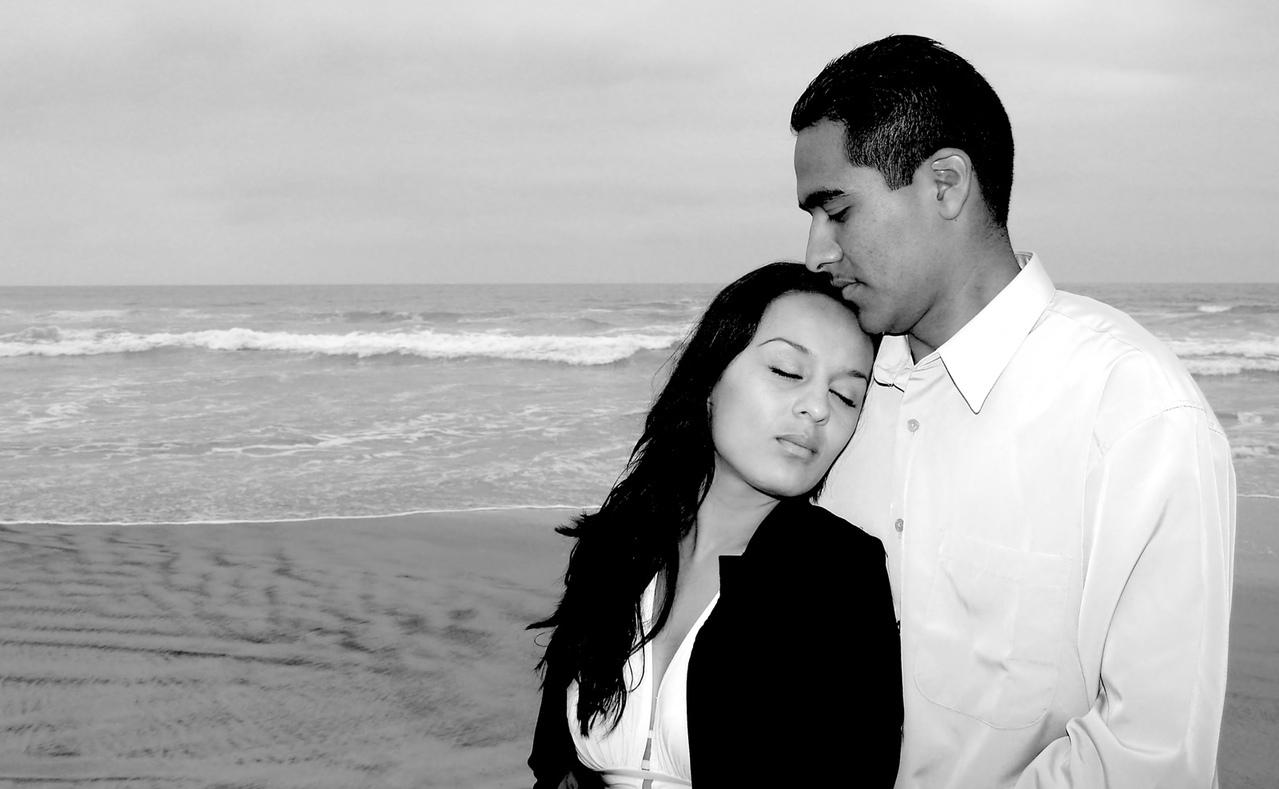 couple-at-the-beach-1314045-1279x788.jpg