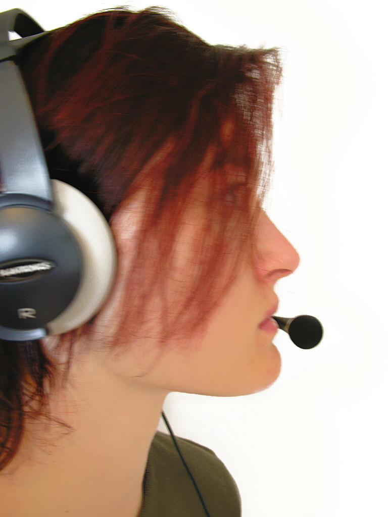 headset-model-female-5-1439754.jpg