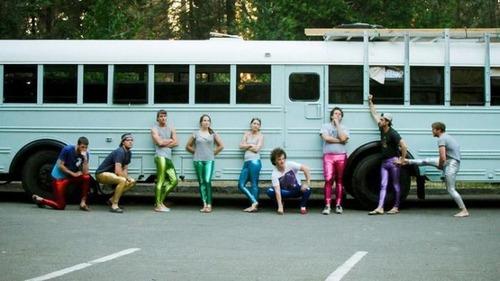 【画像】古いスクールバスを巨大で豪華なキャンピングカーに改装してしまう!!の画像(29枚目)