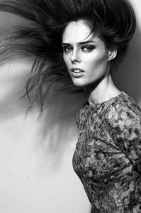 ちょっとくだけた感じの女性モデルの写真あれこれ!の画像(1枚目)