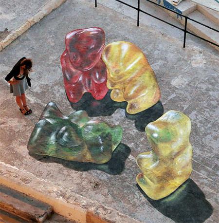 【画像】街中に超巨大な熊のグミが出現したと思ったら、そんなわけでは無いアート!!の画像(2枚目)