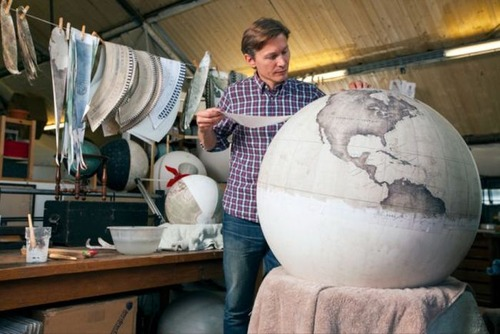 もはや芸術!手作りの地球儀「アトモスフェア」の製作風景が凄い!!の画像(19枚目)