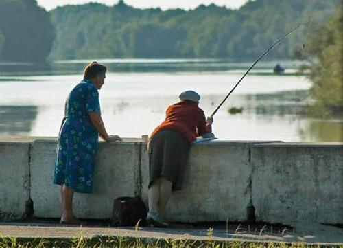 カオスなところで釣りをしている人達の画像(11枚目)