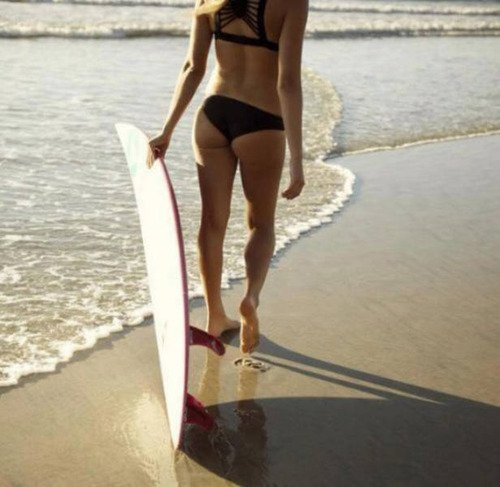 可愛くて魅力的なサーフィンしている女の子の画像の数々!!の画像(7枚目)