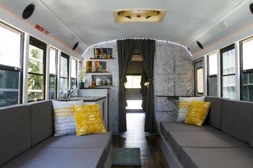 【画像】古いスクールバスを巨大で豪華なキャンピングカーに改装してしまう!!の画像(15枚目)
