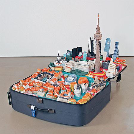 スーツケース内に再現されたジオラマの画像(10枚目)