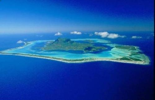 【画像】地上最後の楽園と呼ばれている「ボラボラ島」の絶景!の画像(4枚目)