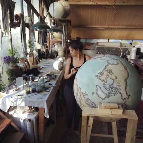 もはや芸術!手作りの地球儀「アトモスフェア」の製作風景が凄い!!の画像(24枚目)