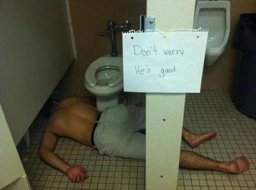 酒は飲んでも飲まれるな!おいしそうに酒を飲んでいる人と飲まれている人の画像の数々!!の画像(1枚目)