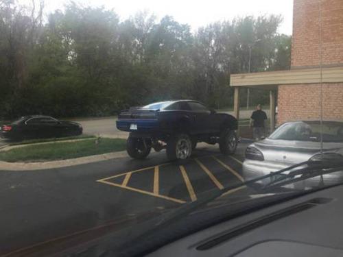 【画像】とりあえず目を引く!かっこ良かったり悪かったりする自動車のカスタム!!の画像(28枚目)
