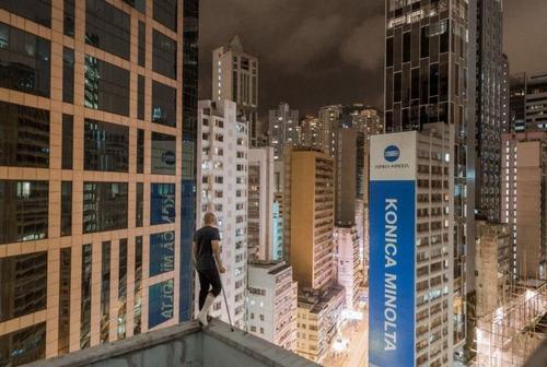 怖すぎる!超高層ビルで撮る自撮り写真!!の画像(11枚目)
