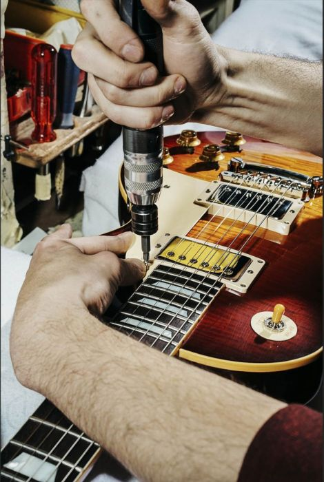 丹精込めて手作りされる超高級ギターのギブソン・レスポールの製作風景の画像の数々!!の画像(11枚目)