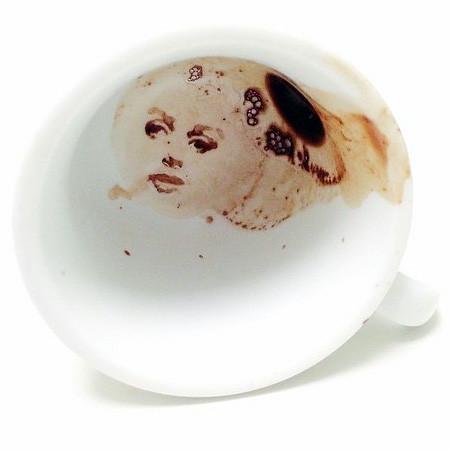 【画像】こぼれたコーヒーのシミで絵を描く!洋風の水墨画のようなアート!!の画像(10枚目)