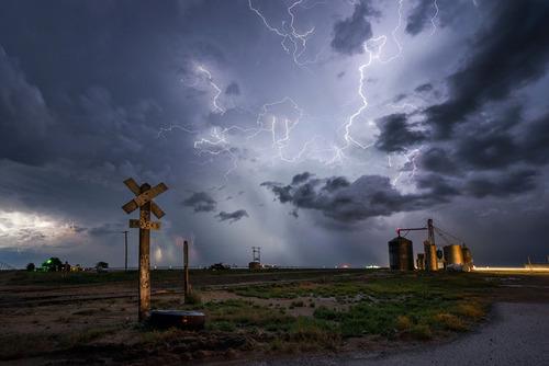 幻想的で恐ろしい!嵐が起こっている空を映した写真の数々!!の画像(17枚目)