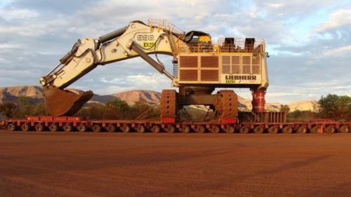 6台の巨大なトラックで超巨大なショベルカーを運ぶ風景が凄いwwの画像(3枚目)