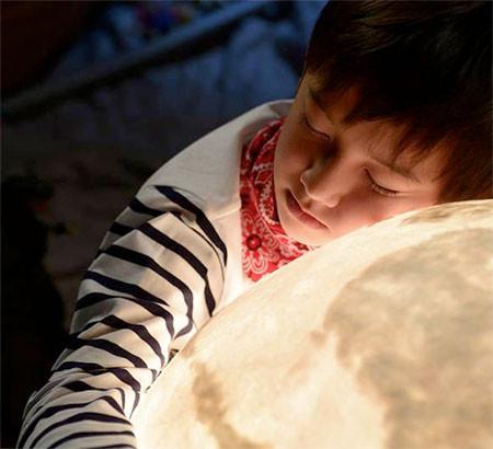 【画像】満月そのままのランプ「Full Moon Lamp」が凄い!!の画像(4枚目)