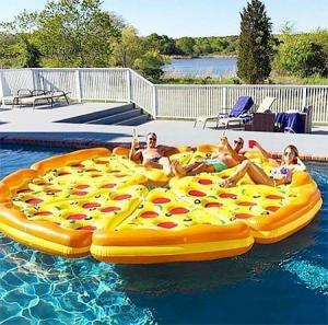 水辺で楽しい!たくさん合体するピザ型のフロートマットが面白い!!の画像(4枚目)