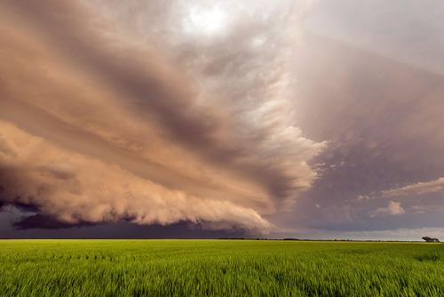 幻想的で恐ろしい!嵐が起こっている空を映した写真の数々!!の画像(13枚目)