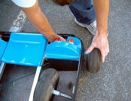 【画像】スーツケースがカートに変身!!折りたたみ式エンジン付きのカートが凄い!!の画像(5枚目)