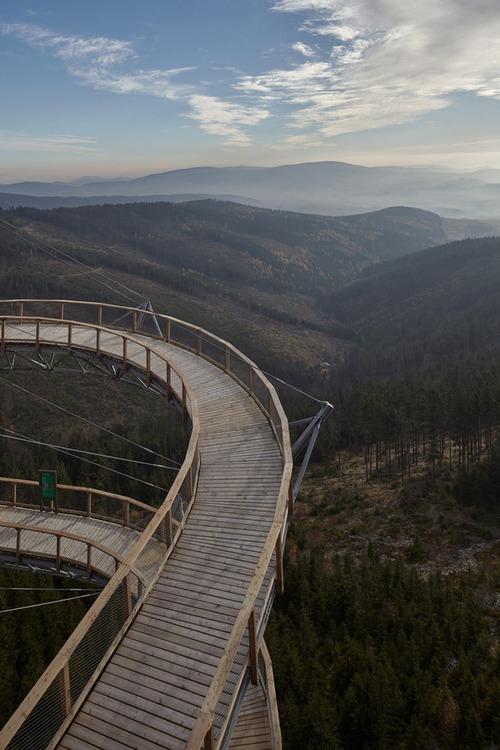 【画像】チェコ共和国にある超巨大で超怖過ぎる滑り台!!の画像(7枚目)