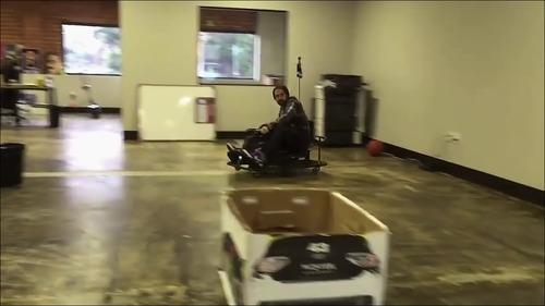 【動画】カートのドリフト運転_000022911