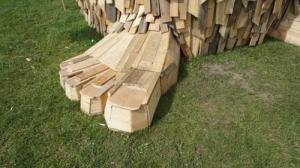 ド迫力!廃棄する材木を使ったアートが凄まじい!!の画像(10枚目)
