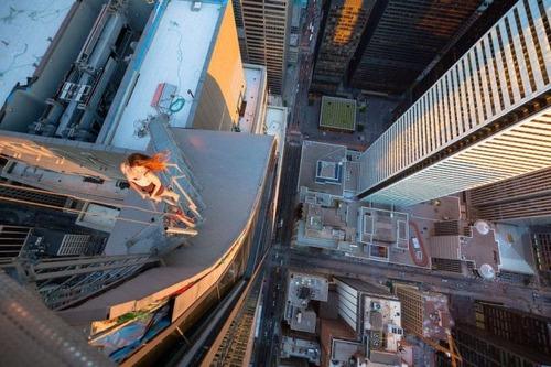 怖すぎる!超高層ビルで撮る自撮り写真!!の画像(17枚目)