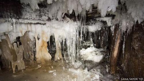 小さな小屋の床下に巨大な洞窟の画像(19枚目)