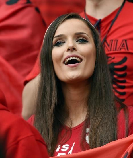 綺麗なサッカーのサポーターのお姉さんの画像の数々!!の画像(14枚目)